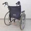 Rollstuhl mit höhenverstellbaren Armgriffen, ideal für grösser gewachsene Begleitpersonen rollstuhlexpress.ch