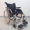 Rollstuhl mit höhenverstellbaren Armlehnen; Bequeme Armlehnen sind ein wichtiges Kriterium für einen angenehme Sitzkomfort. rollstuhlexpress.ch