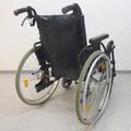 Rollstuhl mit Zusatzbremen / Trommelbremsen für die Begleitperson: dank diesen erhällt die Begleitperson die Kontroll über den Rollstuhl rollstuhlexpress.ch