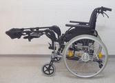 Gesunheitsrollstuhl; Rollstuhl mit Spezialfussstützen zum Hochhalten und Fixieren der Beine rollstuhlexpress.ch
