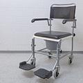 WC-Rollstuhl, Toilettenrollstuhl mit optimalem Komfort rollstuhlexpress.ch
